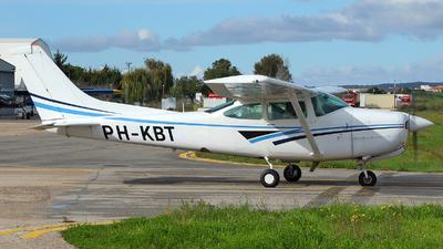 PH-KBT - Cessna R182 Skylane RG - Private