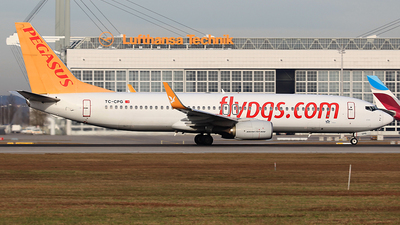 A picture of TCCPG - Boeing 73782R - Pegasus Airlines - © Heidi Wanninger