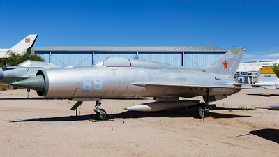 N21MF - Mikoyan-Gurevich MiG-21PF Fishbed - Private