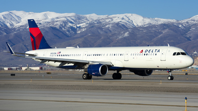 A picture of N352DN - Airbus A321211 - Delta Air Lines - © Michael Rodeback