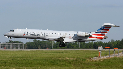A picture of N723PS - Mitsubishi CRJ701ER - American Airlines - © DJ Reed - OPShots Photo Team
