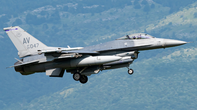 89-2047 - General Dynamics F-16C Fighting Falcon - United States - US Air Force (USAF)