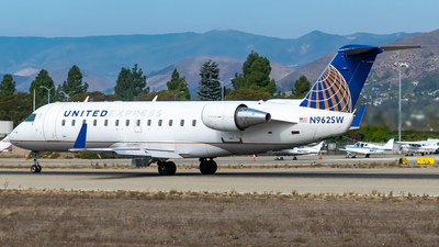 A picture of N962SW - Mitsubishi CRJ200ER - United Airlines - © Ricky Teteris