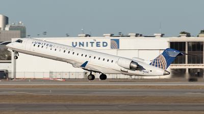 A picture of N786SK - Mitsubishi CRJ701ER - United Airlines - © Yixin Chen