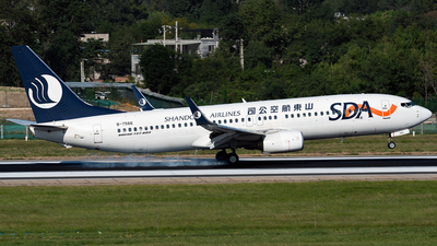 A picture of B7566 - Boeing 73785N - Shandong Airlines - © ZGGG RWY01