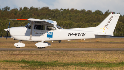 VH-EWW - Cessna 172R Skyhawk II - General Flying Services
