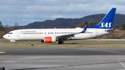 A picture of LNRRJ - Boeing 737883 - SAS - © Richard Toft