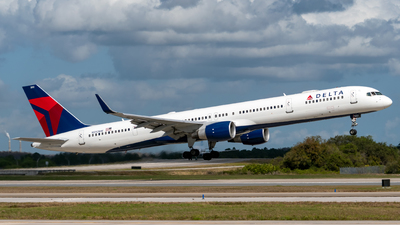 A picture of N592NW - Boeing 757351 - Delta Air Lines - © Miguel Rodriguez Puerto Rico Spotter