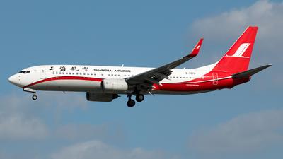 B-5576 - Boeing 737-86N - Shanghai Airlines