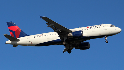 A picture of N329NW - Airbus A320211 - Delta Air Lines - © Huy Do