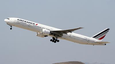 A picture of FGSQI - Boeing 777328(ER) - Air France - © Liu Chen