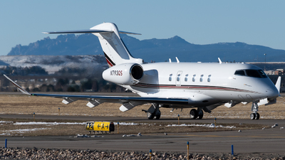 A picture of N793QS - Bombardier Challenger 350 - NetJets - © Michael Place