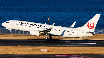 A picture of JA328J - Boeing 737846 - Japan Airlines - © Chow Kin Hei - AHKGAP