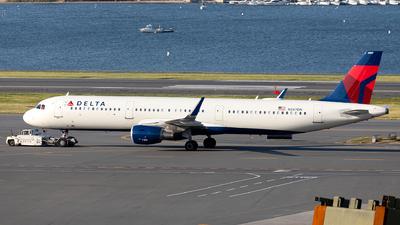 A picture of N387DN - Airbus A321211 - Delta Air Lines - © OCFLT_OMGcat
