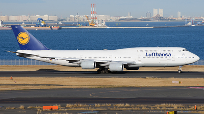 A picture of DABYM - Boeing 747830 - Lufthansa - © tomobile