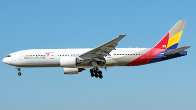 A picture of HL7791 - Boeing 77728E(ER) - Asiana Airlines - © Racso Smet (Oscar Luna)