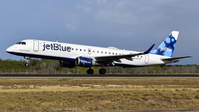 A picture of N267JB - Embraer E190AR - JetBlue Airways - © Gabriel Herrera