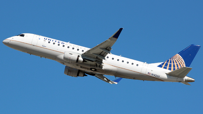 A picture of N142SY - Embraer E175LR - United Airlines - © Damian Ciesielski