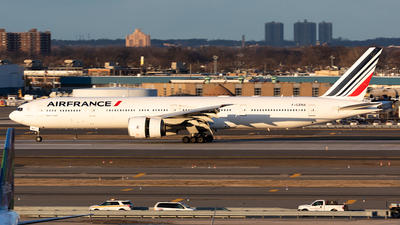 A picture of FGZNA - Boeing 777328(ER) - Air France - © HAOFENG YU