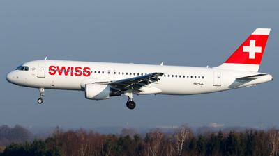 A picture of HBIJL - Airbus A320214 - Swiss - © Matteo Lamberts