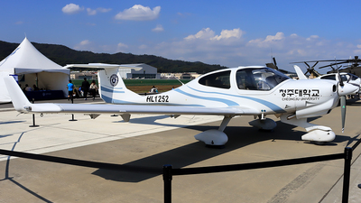 HL1252 - Diamond DA-40NG Diamond Star - Cheongju University