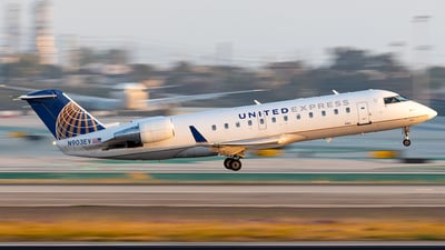 A picture of N903EV - Mitsubishi CRJ200LR - United Airlines - © Luis Bastardo