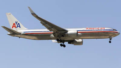 N351AA - Boeing 767-323(ER) - American Airlines