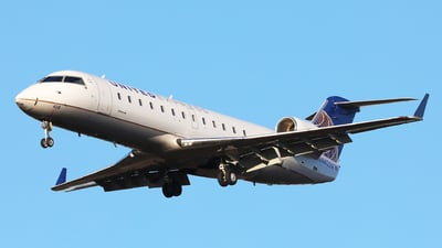 A picture of N428AW - Mitsubishi CRJ200LR - United Airlines - © h.giraff