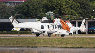 B-707J - Eurocopter AS 332L Super Puma - China Offshore Helicopter Service Corporation (COHC)