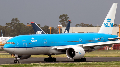 A picture of PHBQO - Boeing 777206(ER) - KLM - © Iván Cabrero