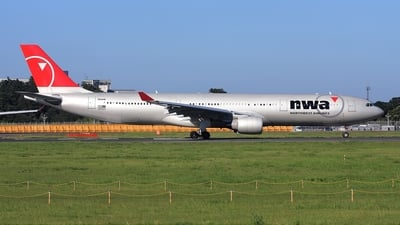 N818NW - Airbus A330-323 - Northwest Airlines