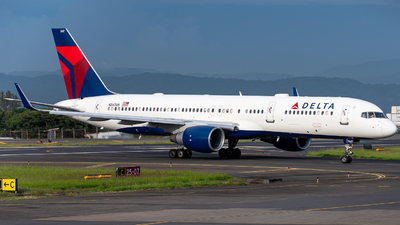A picture of N547US - Boeing 757251 - Delta Air Lines - © Osvaldo Arce