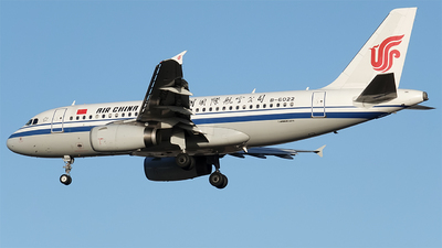 A picture of B6022 - Airbus A319131 - Air China - © monorailcat