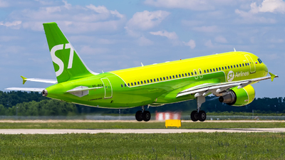 A picture of VQBOA - Airbus A320214 - S7 Airlines - © Alexander Lebedev