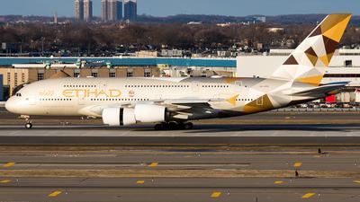 A picture of A6APB - Airbus A380861 - Etihad Airways - © Sotos
