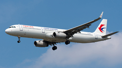 A picture of B8165 - Airbus A321231 - China Eastern Airlines - © Janson Button