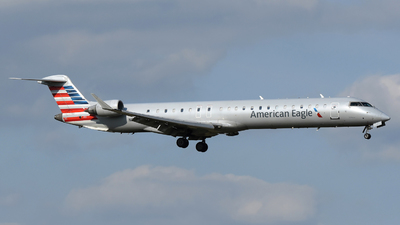 A picture of N947LR - Mitsubishi CRJ900ER - American Airlines - © DJ Reed - OPShots Photo Team