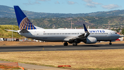 N76265 - Boeing 737-824 - United Airlines