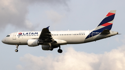 A picture of PRMHZ - Airbus A320214 - LATAM Airlines - © Felipe Oliveira - oliver_spotting