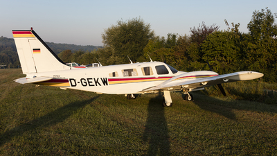 D-GEKW - Piper PA-34-220T Seneca III - Private