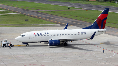 N305DQ - Boeing 737-732 - Delta Air Lines