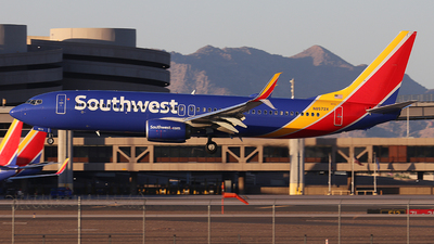 A picture of N8572X - Boeing 7378H4 - Southwest Airlines - © Sam Thomas