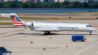 A picture of N703PS - Mitsubishi CRJ701ER - American Airlines - © Davin Amy