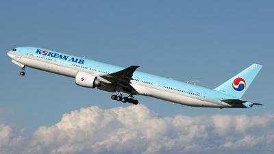A picture of HL7784 - Boeing 7773B5(ER) - Korean Air - © Luca Gussoni