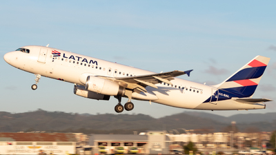 A picture of CCBAL - Airbus A320232 - LATAM Airlines - © Sebastián Fernández