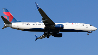 A picture of N807DN - Boeing 737932(ER) - Delta Air Lines - © Alec Mollenhauer