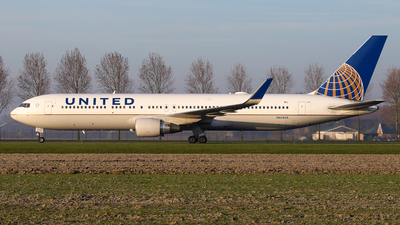 A picture of N663UA - Boeing 767322(ER) - United Airlines - © BaszB
