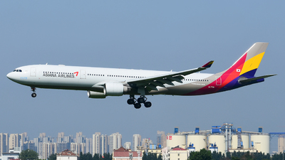 A picture of HL7795 - Airbus A330323 - Asiana Airlines - © D_Y6888