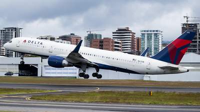 A picture of N6712B - Boeing 757232 - Delta Air Lines - © Brian Boche