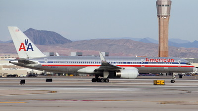 A picture of N7667A - Boeing 757223 - [25301] - © Mike Klaybourne